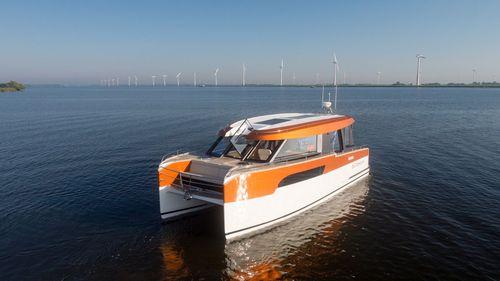 vedette catamaran / hybride diesel-électrique / hard-top / max. 12 personnes