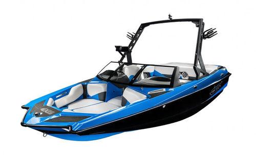 deck-boat in-bord / de wakeboard / de wakesurf