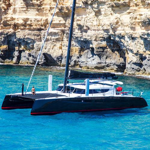 catamaran en carbone - HH CATAMARANS