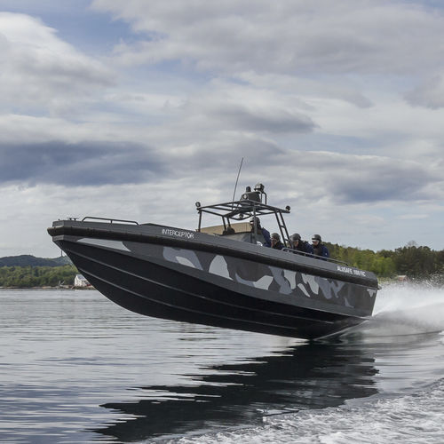bateau de surveillance