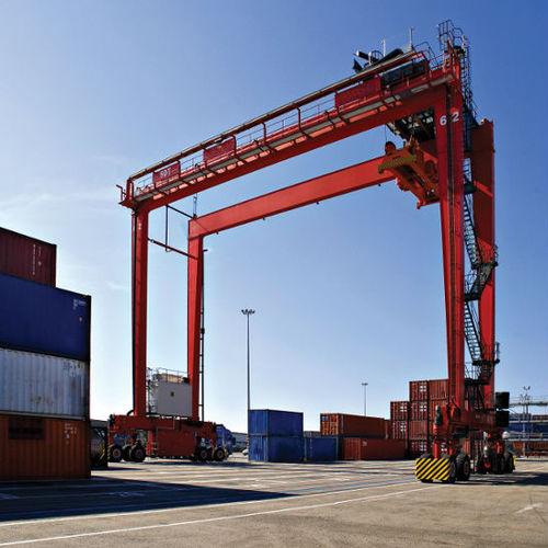 portique à conteneurs