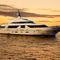 super-yacht de croisière / à fly / en fibre de verre / coque semi-planante