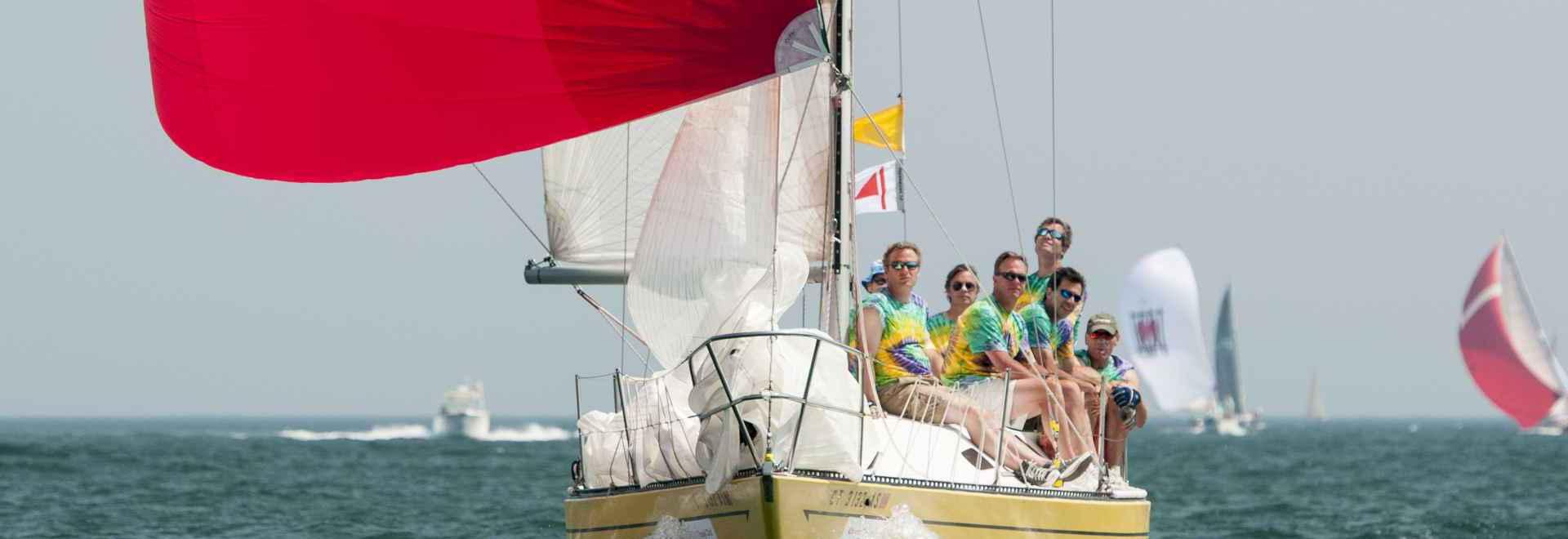 Chris Fesenmeyer, capitaine de San Juan 30 exprès d'air, un militaire de carrière de PHRF à la semaine de course d'Île de Block, dit que l'appel de PHRF est que chacun a leur jour. ? Nous mettons ?...