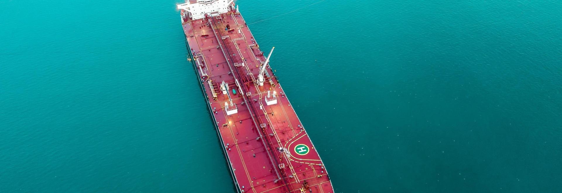 Le nouveau bateau-citerne de Suezmax avec la charte de dix ans joint le rendement d'océan