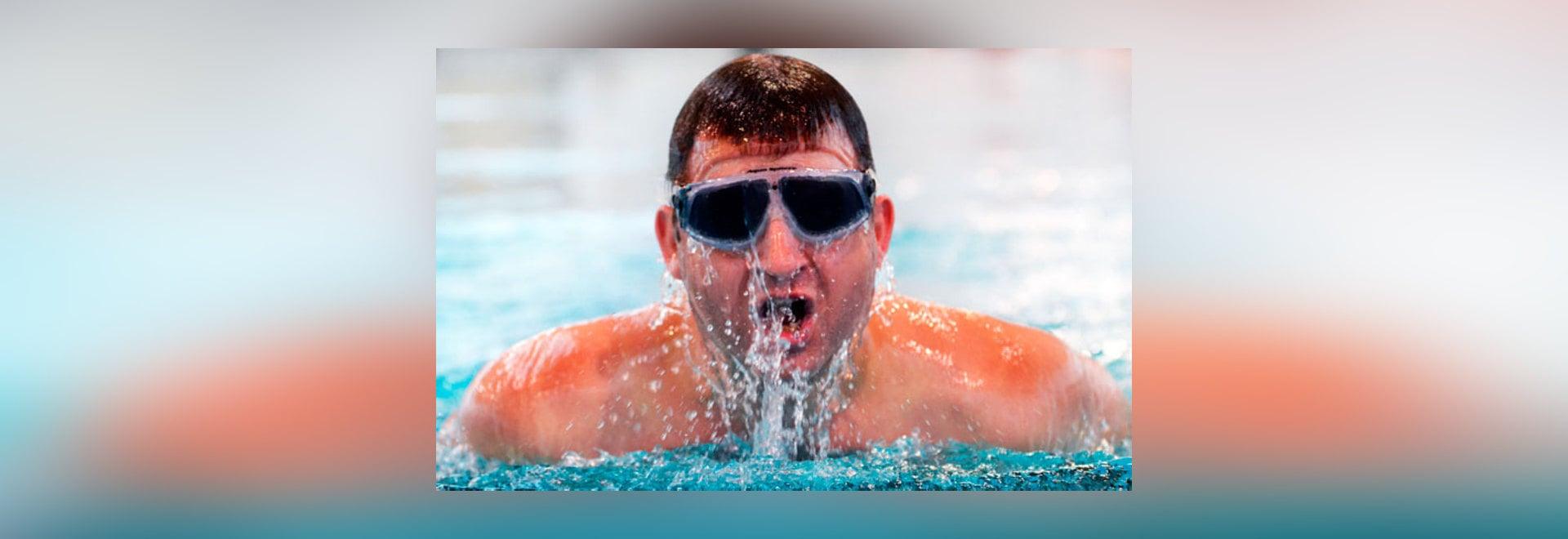Schémas directeurs britanniques d'homme à nager à travers l'Océan atlantique