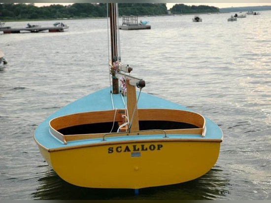 Kennedy ? bateau à voiles d'enfance de s vers le haut pour l'enchère