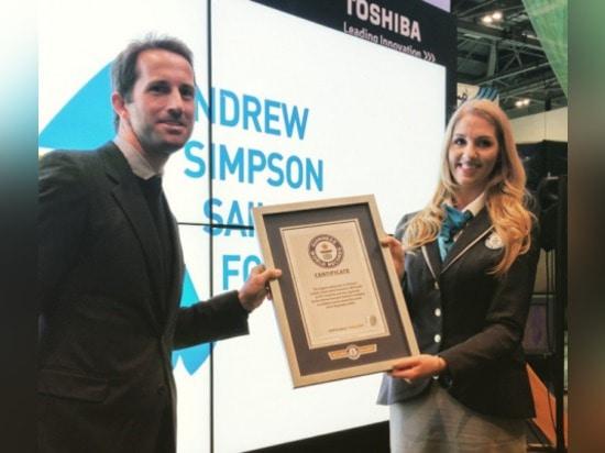 La base de navigation d'Andrew Simpson a attribué le record mondial de Guinness pour la plus grande course de navigation en 24 heures dans Bart ? coup de s.