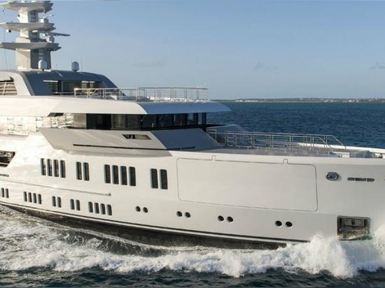 NOUVEAU : méga-yacht vertical d'arc par Lurssen Yachts