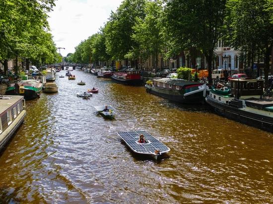 Le bateau solaire de l'équipe de bateau solaire du TU Delft