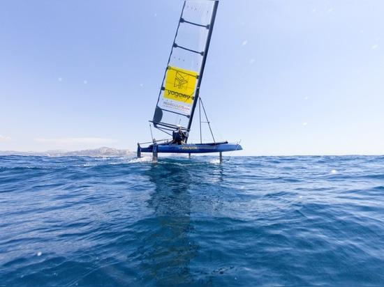 Voilavion, un catamaran de plage à foil de 18 pieds accessible à tous