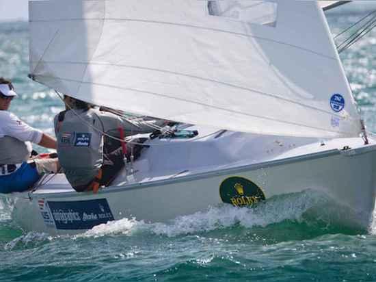 Dans les classes de Paralympic, l'équipe Sperry de navigation des USA apprécie la profondeur significative dans le talent et l'expérience. Dans le sonar, le champion handicapé Rick Doerr du monde, ...