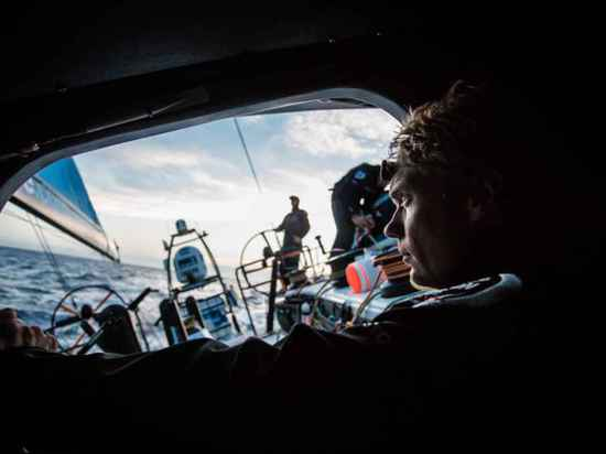 Le «capitaine Chris Nicholson a demandé que chacun s'ils veulent participer encore,» dit Verbraak. «Il veut juste aller naviguer encore, avec l'équipe entière.»