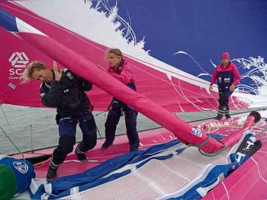 L'équipe SCA met dans le temps de valeur inestimable de temps vers le choix d'équipage et la formation pendant la course 2013 de Fastnet