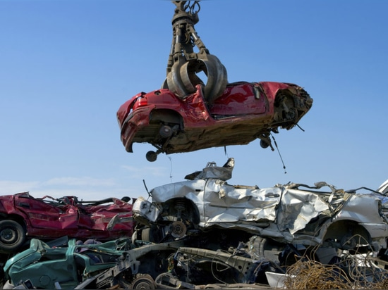 Rendre des voitures recyclables à partir de du berceau au tombeau est devenu une priorité (courtoisie de naufrageurs Brisbane de voiture)