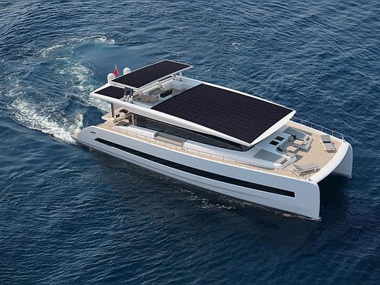 Premier catamaran à énergie solaire 79 silencieux en construction