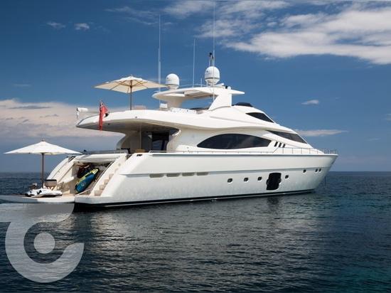 Nouveau propriétaire pour le yacht Avec de 27m Ferretti