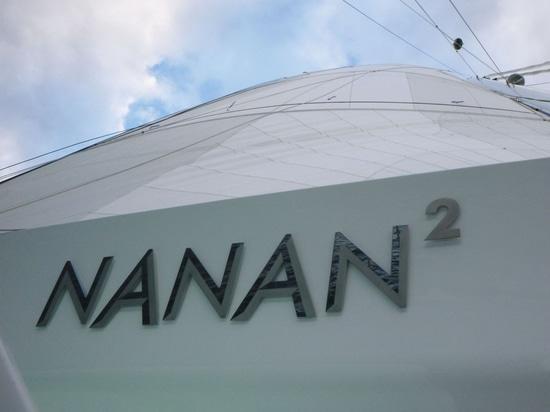 Yachtlite livre des lettres lumineuses pour Catamaran Boom