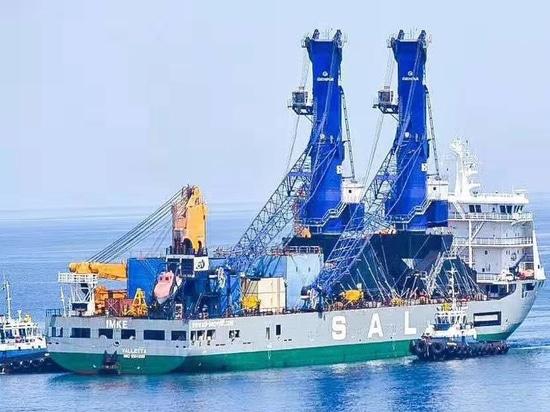 Les grues portuaires mobiles GENMA ont été dévoilées au port d'Acajutla