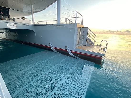 Premier regard : Metal Shark termine le catamaran d'expédition Magnet de 48 m