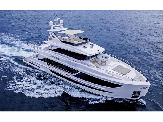 Lancement du premier yacht Horizon FD92 Crowned Eagle