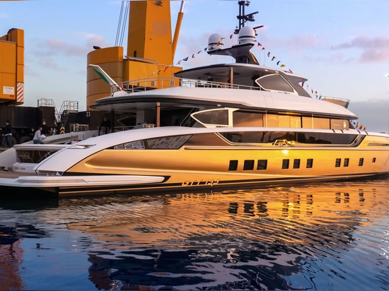 Lancement du superyacht Golden Dynamiq GTT 135 Stefania