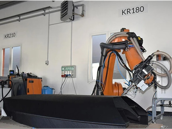caracol a utilisé son système exclusif de fabrication additive robotisée pour produire la coque du voilier en une seule pièce image courtoisie de nextchem