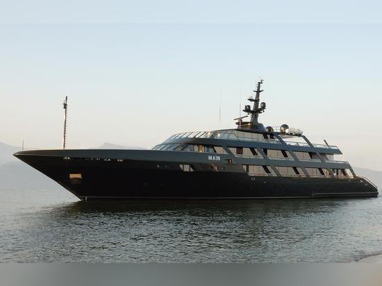 Superyacht Maìn de Codecasa de 65 mètres d'Armani